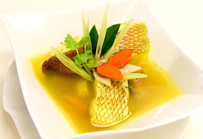 プラー・トム・カミン(魚のターメリックスープ)
