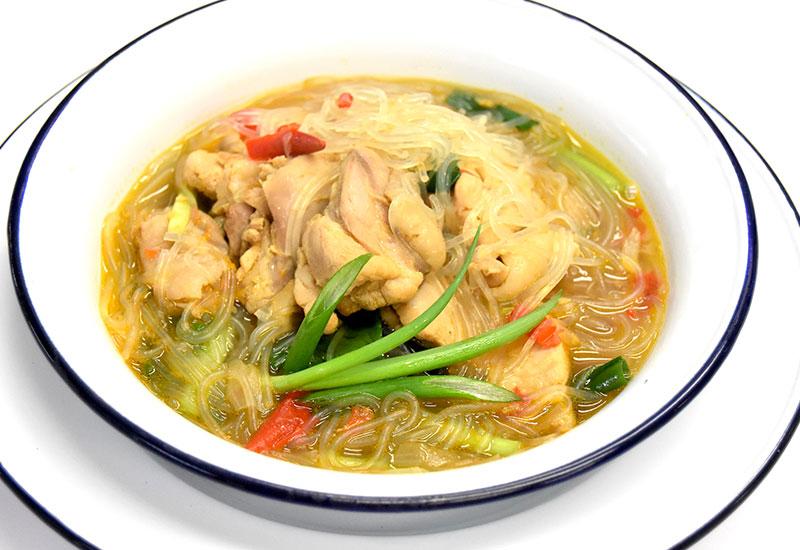 ゲーン・ガイ・ウンセン(春雨と鶏肉のスパイシースープ)