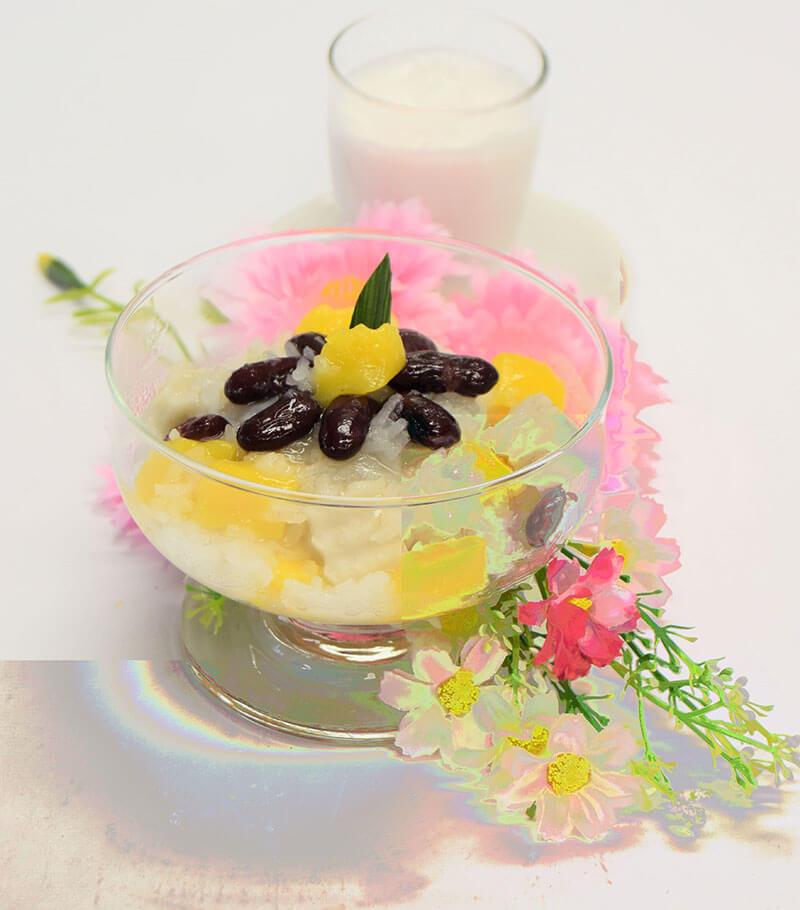 カーオニャオ・ピアック・ルアムミット(もち米&たっぷり具材のココナッツミルクソースがけ)