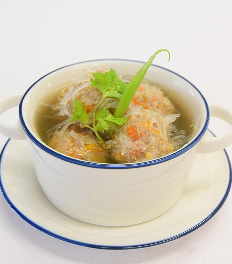 トム・ジュート・ジャオンゴ(春雨の肉団子と野菜のスープ)